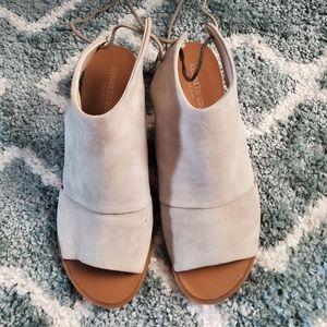 Kenneth Cole tie heel open toe shoe size 8.5